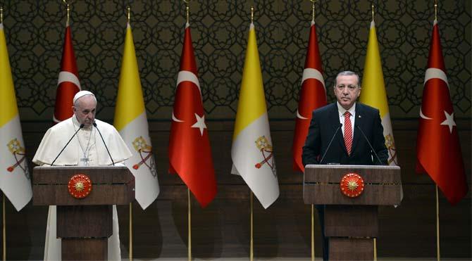 Papa'dan Türkiye'ye manidar hediye