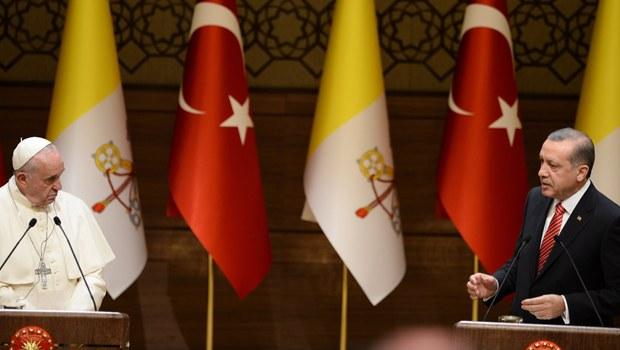 Papa Türkiye'ye Neden Geldiğini Gazetecilere Açıkladı