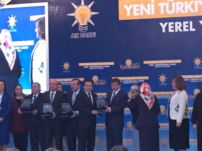 Başbakan Davutoğlu'ndan Başkan Yazıcı'ya Ödül