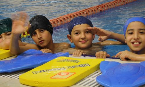 Yüzmeye devam