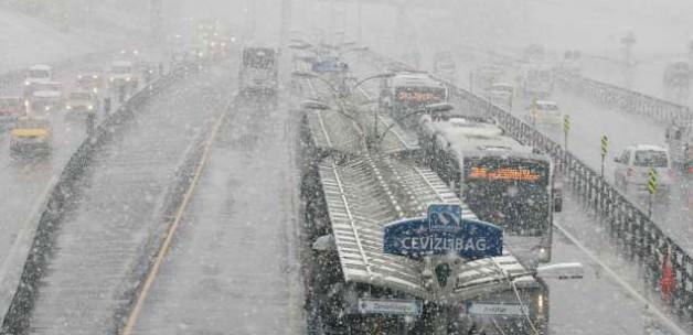 İstanbul'a kar yağışı başladı!
