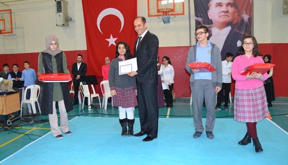 Alkışlar TOEG 1.si Zeynep'e