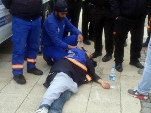 Sahilde Yürüyen Lise Öğrencilerine Bıçaklı Saldırı