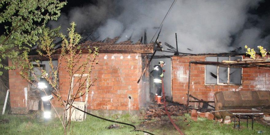 Safranbolu'da 50 metre ara ile iki ev yandı