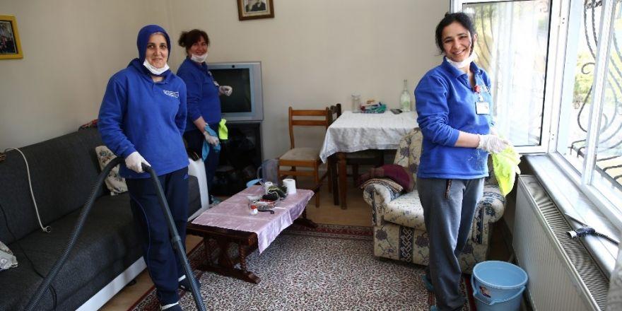 Kadıköy Belediyesi'nden evlere temizlik hizmeti