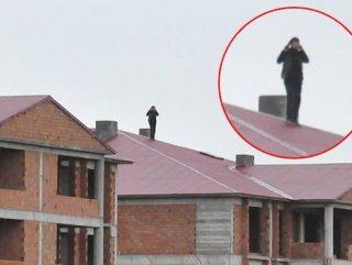 Bingöl'de cinayet zanlısı saatlerdir çatıda direniyor