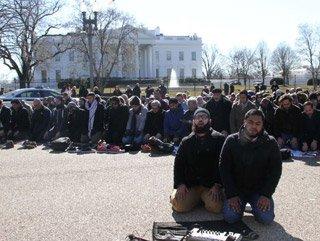 Beyaz Saray önünde Cuma namazı