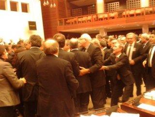 Türkiye Büyük Millet Meclisinde Kavga: 5 Yaralı var!