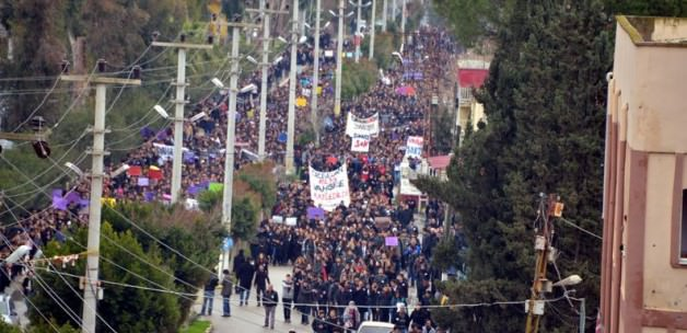 Mersin'de 15 bin kişi Özgecan için yürüdü