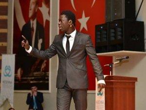 Akif Ödülü Senegalli Mustafa'ya