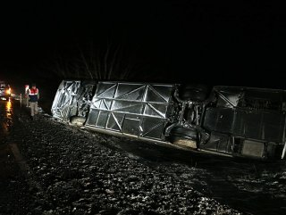 Eskişehir'de yolcu otobüsü devrildi: Çok Sayıda Yaralı Var