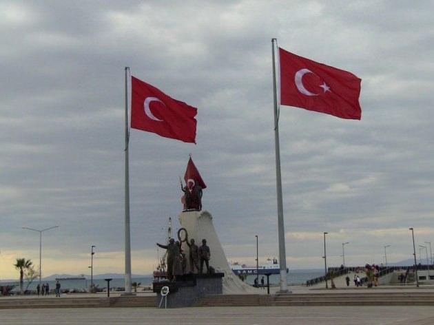 Hatay'da Yıldızsız Türk Bayrağı Ortalığı Karıştırdı