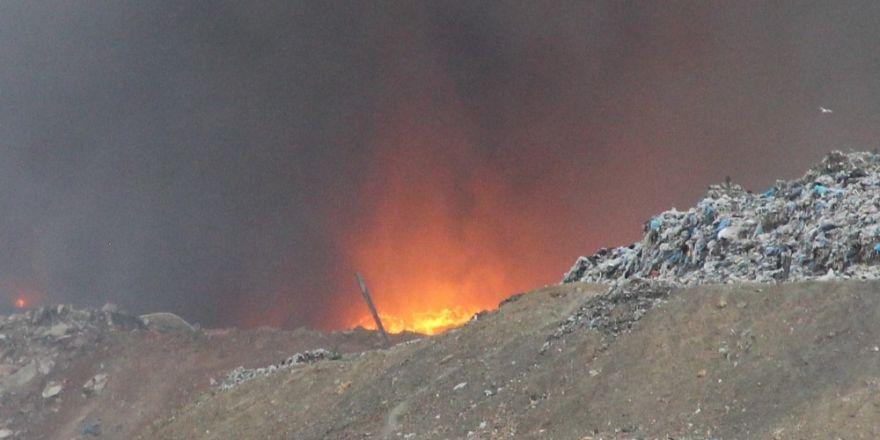 Manisa çöplüğündeki yangını söndürme çalışmaları devam ediyor