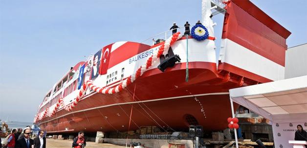 Türkiye'nin en büyük yolcu gemisi Tuzla'da denize indi