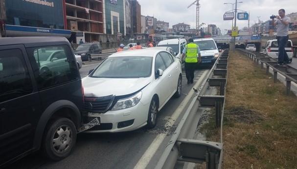 İstanbul'da 11 araç birbirine girdi