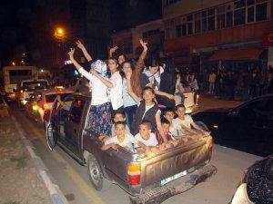 Hakkari'de HDP'nin seçim kutlamalarında 4 kişi yaralandı