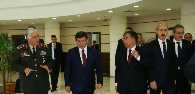 Davutoğlu'ndan özel güvenlik toplantısı