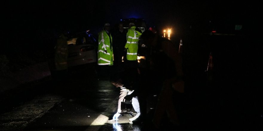 Otoyolda kamyonun çarptığı kişi hayatını kaybetti