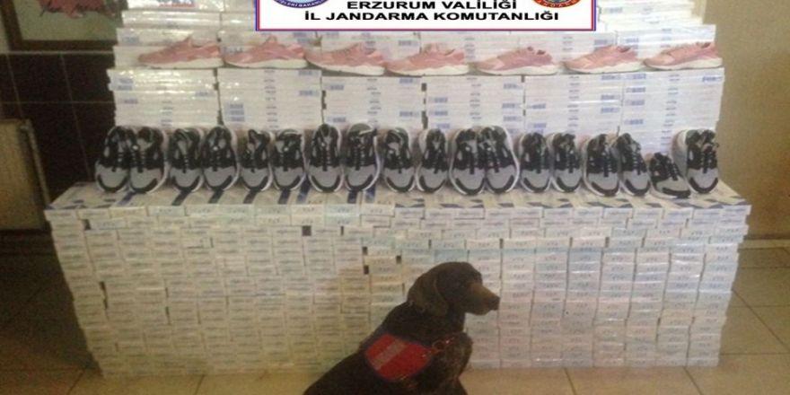 Horasan'da 54 bin paket kaçak sigara ile 100 çift spor ayakkabısı ele geçirildi