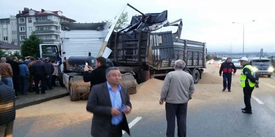 Giresun'da damperi açılan kamyon üst geçide çarptı
