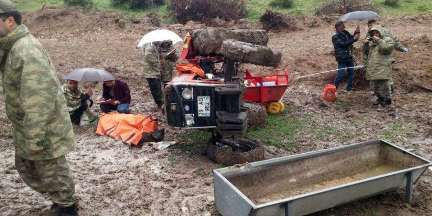 Çemişgezek'te traktör  devrildi: 1 ölü, 1 yaralı