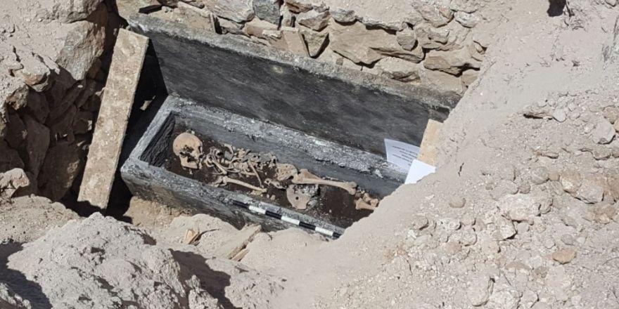 Kaçak kazıda ortaya çıkan lahit açıldı