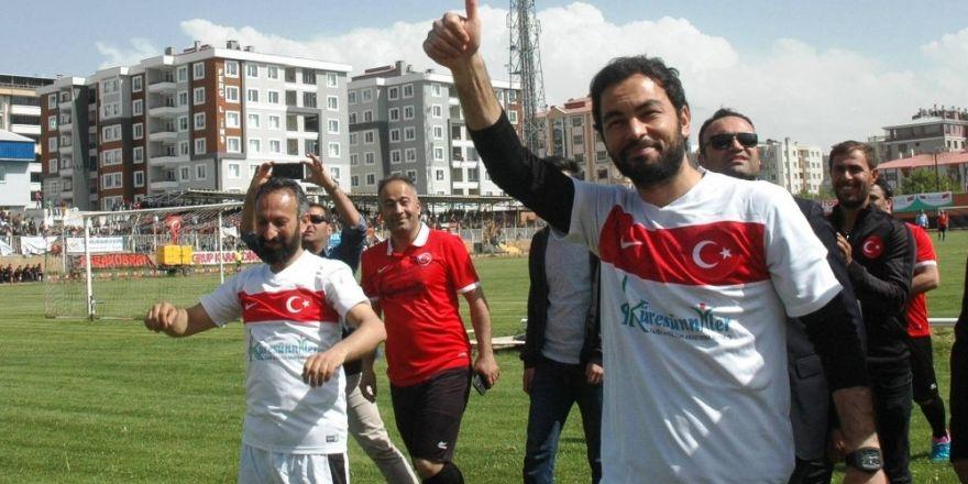 Milli sporcu Selçuk İnan ve sanatçı Murat Kekilli Van'da