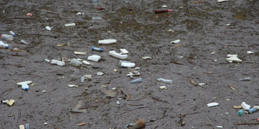 Sera Gölü çöplerle boğuşuyor
