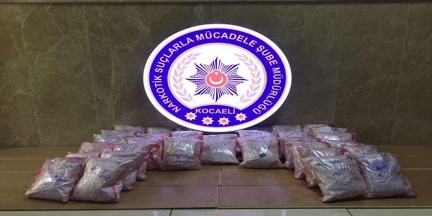 İran plakalı otomobilin bagajından uyuşturucu fışkırdı