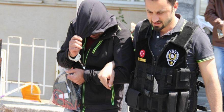 Parkta uyuşturucu operasyonu: 2 gözaltı