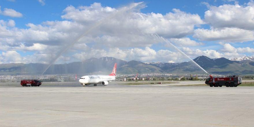 BB. Erzurumspor'a havalimanında coşkulu karşılama