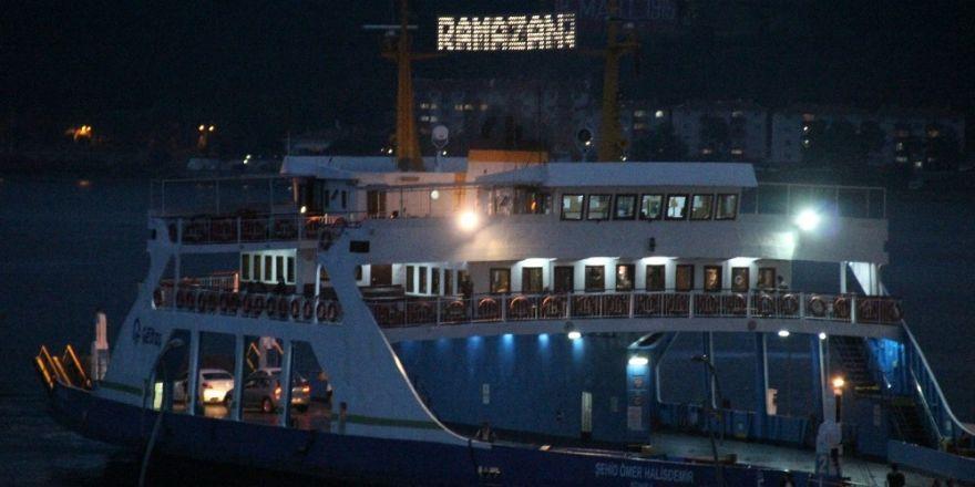 Çanakkale Boğazı Ramazan'a ışıl ışıl girdi