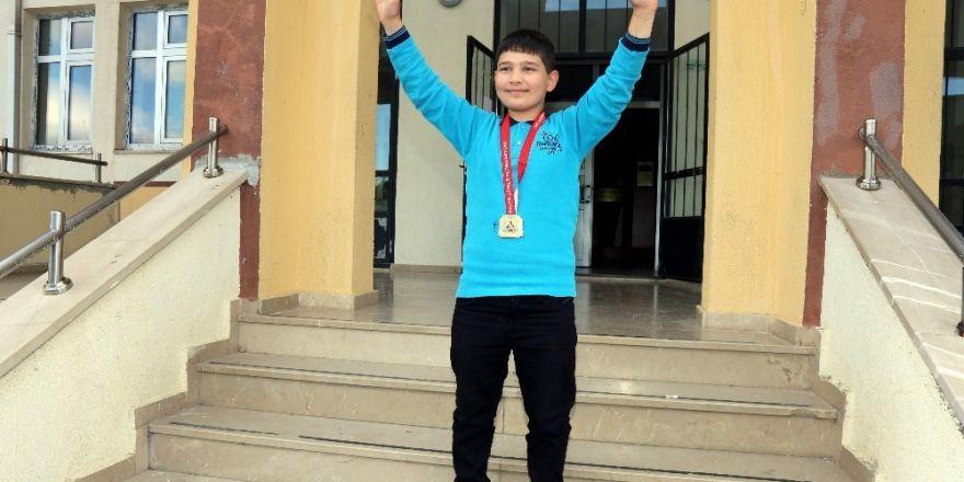 Yozgat'ta 11 yaşındaki şampiyon, Rıza Kayaalp'i örnek alıyor