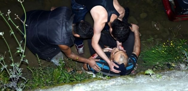 Zonguldak'ta otomobil dereye devrildi