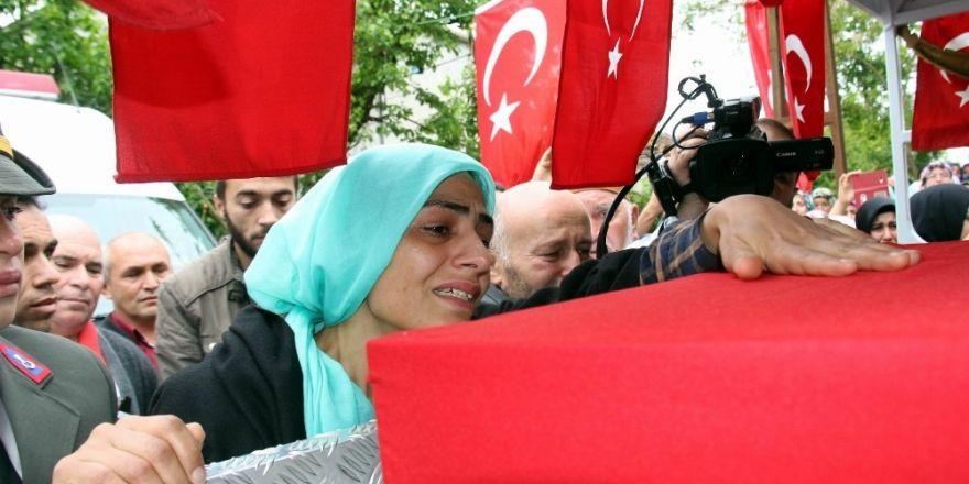 "Şehit eşi Ebru Özdemir: ""Yeşil gözlüm sen peygambere komşu mu oldun?"""