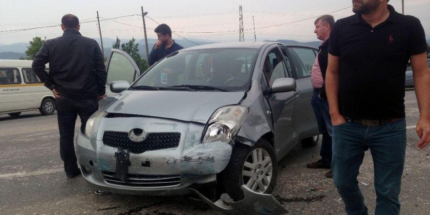 Bilecik'te iki otomobil çarpıştı: 3 yaralı