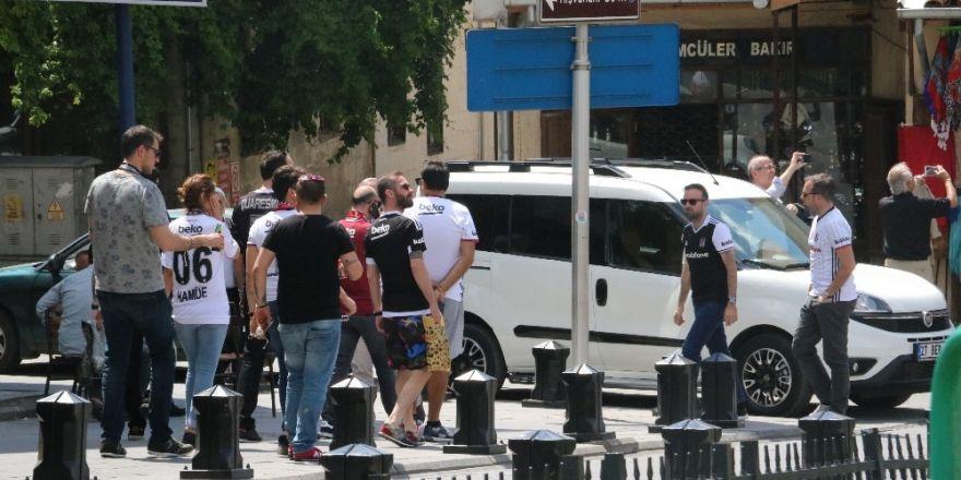 Gaziantep sokakları siyah beyaza büründü