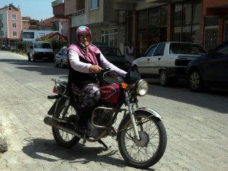 98 yaşındaki ninenin motosiklet tutkusu