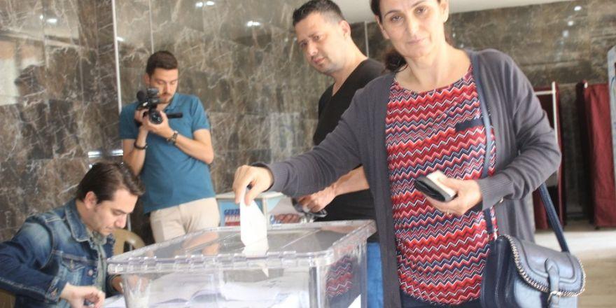 Vatandaşlar pazar yeri için halk oylamasına gitti