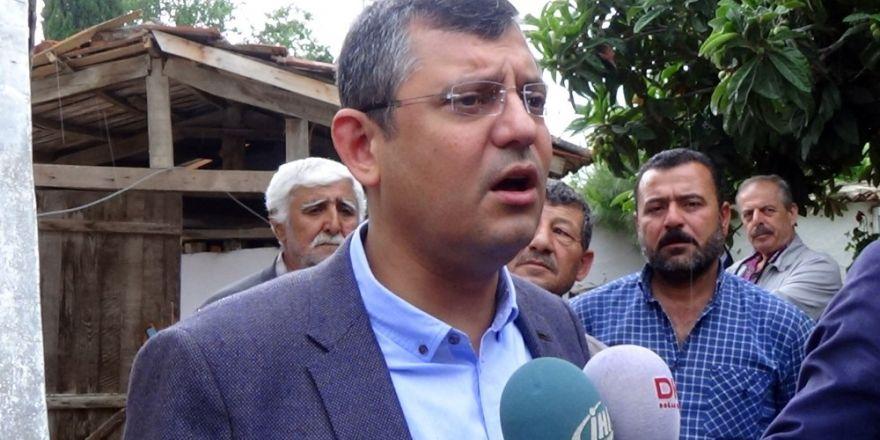 CHP'li Özel deprem bölgesinde vatandaşları dinledi
