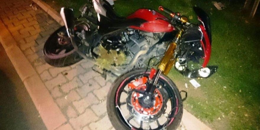 Yayaya çarpan motosiklet sürücüsü öldü