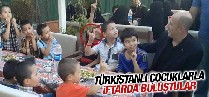 Kadir Gecesi'nde Türkistanlı Çocuklarla İftarda Buluştular
