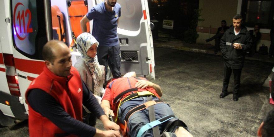 Yük taşıma bandına ayağı sıkışan işçiyi itfaiye kurtardı