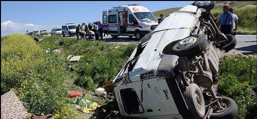 Suriyelileri taşıyan midibüs kaza yaptı