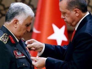 """Cumhurbaşkanı Erdoğan'dan """"Özel"""" Paşaya şeref madalyası"""