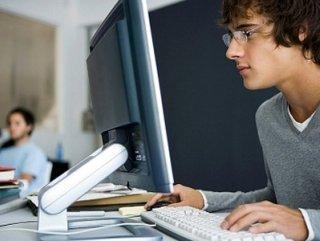 Erkeklermi İnterneti daha çok kullanıyor Kadınlar mı ?