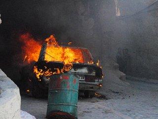Para vermeyen babasının otomobilini yaktı