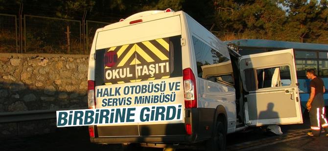 Tuzla'da Halk Otobüsü ve Servis Minibüsü Bir Birine Girdi