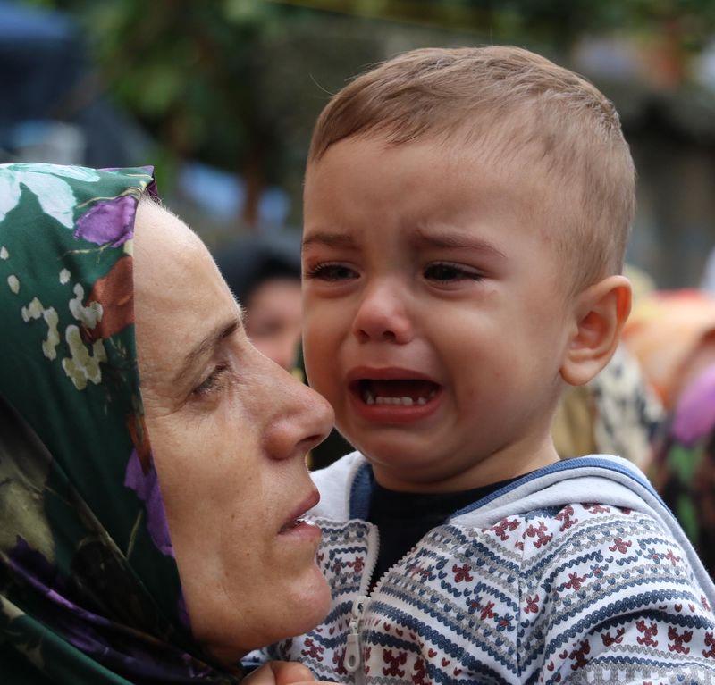1,5 Yaşındaki Şehit Oğlu Babasının Cenaze Töreninde Ağladı