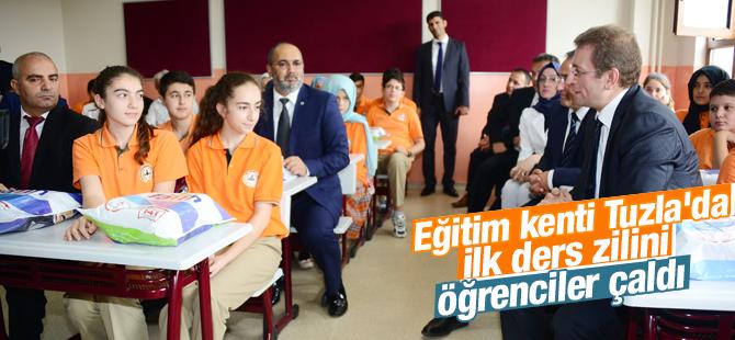 Eğitim Kenti Tuzla'da İlk Ders Zili Çaldı